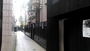 八王子花街黒塀通り